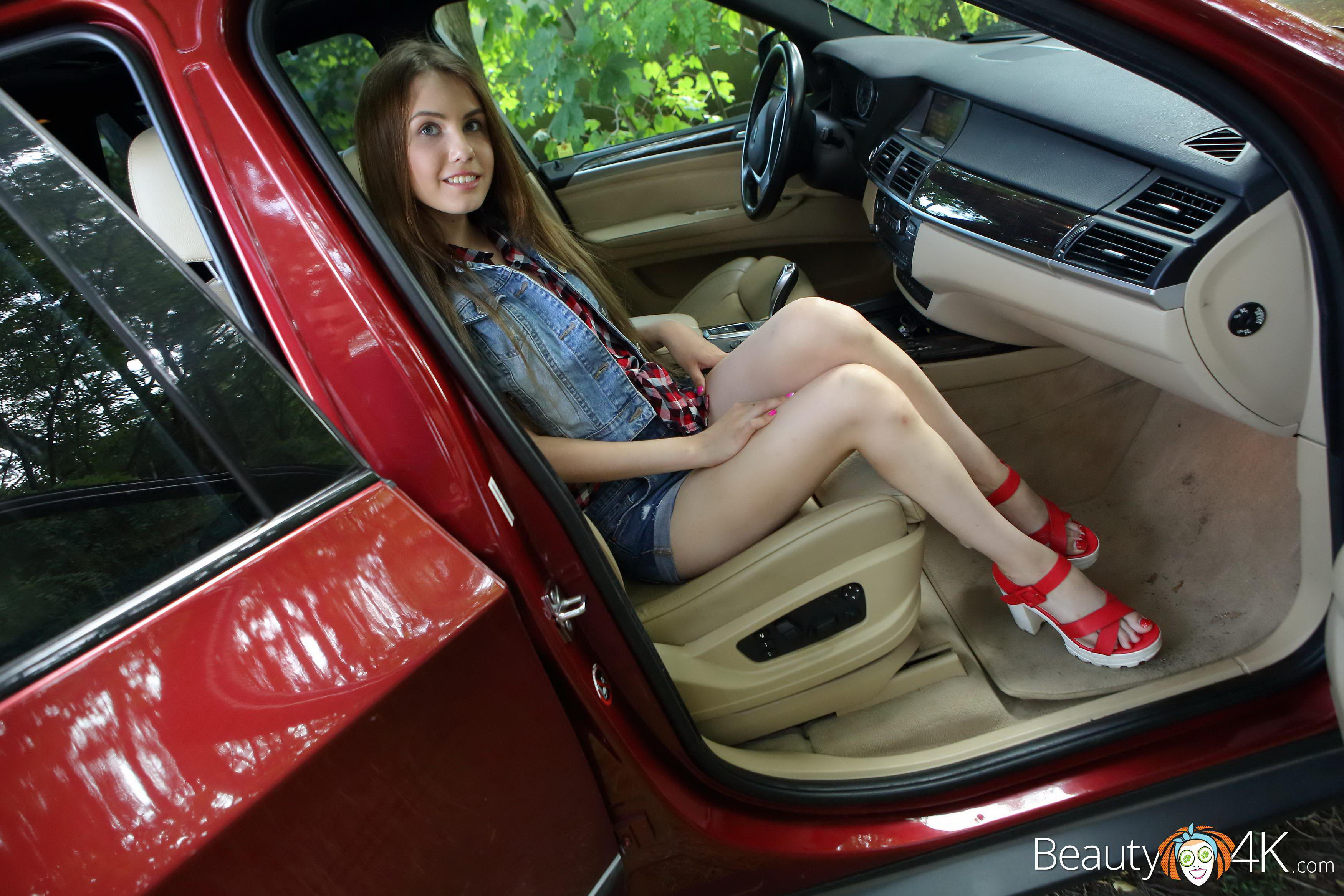 Beautiful teen have great sex in the car apologise